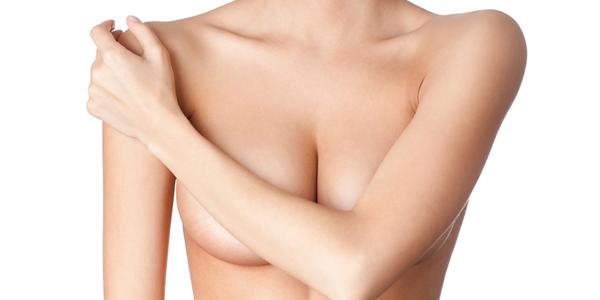 O aumento mamário pode causar dores na coluna?
