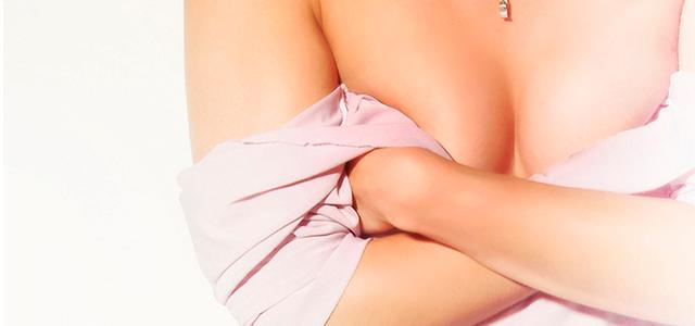 Processo da mamoplastia de aumento com próteses de silicone